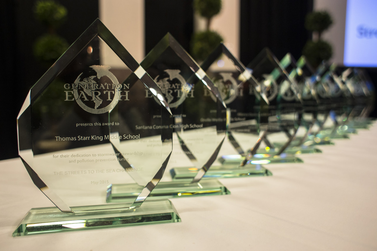 Each team in attendance was presented with a stunning award, made of recycled glass.